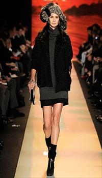 Caroline R at Diane von Furstenberg Fall/Winter 2009