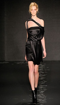 Daria Z at Cushnie et Ochs Fall/Winter 2010
