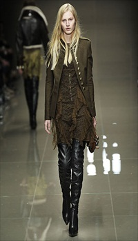 Julia N at Burberry Fall/Winter 2010