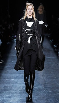 Linda V at Ann Demeulemeester Fall/Winter 2009